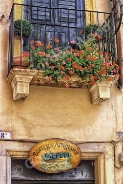 Carpet Artisan Studio and Balcony Verona Italy